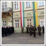 Zászlófelvonás a Megye Háza előtt