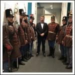 A Budai 2. Honvédzászlóalj hagyományőrzői Soós Zoltánna - fotó: budaihonvedek.hu