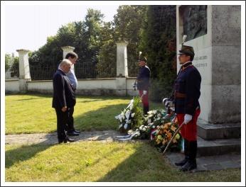 """""""Csupán a magyar kezében cseng a kard..."""" (forrás: papa-ma.hu)"""